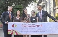 """Plus de 3.000 personnes à la course """"Hanoi Run For Children 2013"""""""