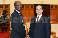 Le ministre des AE de Saint-Kitts-et-Nevis en visite au Vietnam