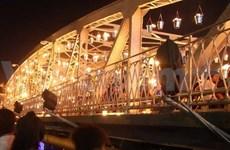 À Huê, Carabosse met le pont Tràng Tiên en lumière