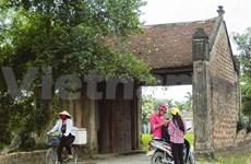 Le portique d'entrée, fierté des villages du Nord