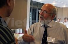 Le professeur d'astronomie Michel Mayor rencontre des étudiants de Hanoi