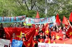 Mer Orientale: Vietnamiens à l'étranger à côté de leurs compatriotes au pays