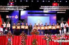 Le PM laotien salue la Banque de joint-venture Laos-Vietnam