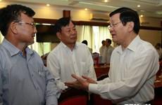 Le président du Vietnam rencontre des hommes d'affaires à HCM-Ville