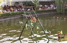 Lever de rideau sur le théâtre de marionnettes sur l'eau