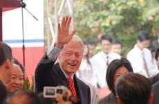 L'ancien président américain Bill Clinton en visite au Vietnam