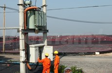 Construction de la ligne électrique de 220 kV Duyen Hai-Mo Cay