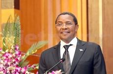 Le président tanzanien achève sa visite au Vietnam