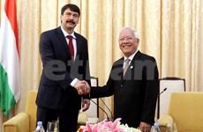 Le président hongrois visite Ho Chi Minh-Ville