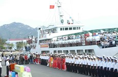 Départ des navires transportant des cadeaux du Têt pour Truong Sa