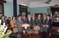 Le leader du Parti rend hommage au Président Hô Chi Minh