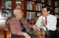 Le président Truong Tân Sang rend visite aux artistes d'HCM-Ville