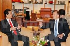 Entretien entre les PM Nguyen Tan Dung et Tony Abbott