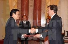Le Président Truong Tân Sang reçoit de nouveaux ambassadeurs