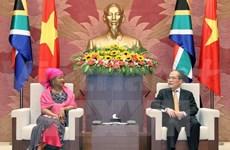 Le président de l'AN vietnamienne reçoit son homologue d'Afrique du Sud