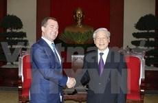 Le Premier ministre russe reçu par les dirigeants vietnamiens