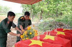 Dien Bien : inhumation des restes de soldats tombés au Laos