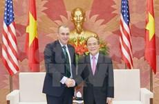 Des dirigeants vietnamiens reçoivent un congressman américain