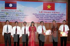 Six collectifs de Dien Bien reçoivent des Ordres et Médailles de l'Amitié du Laos