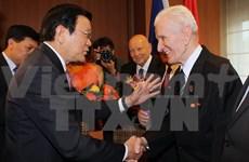 Truong Tan Sang rencontre des amis tchèques ayant aidé le Vietnam