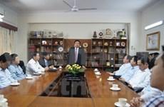 Le ministre de la Défense rencontre le personnel de l'Ambassade du Vietnam en Inde