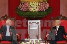 Des sénateurs américains reçus par le chef du PCV Nguyen Phu Trong