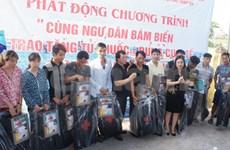 Remise de 93 armoires à pharmacie à des pêcheurs de Hai Phong