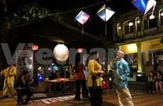 Gambade avec la musique dans le vieux quartier de Hôi An