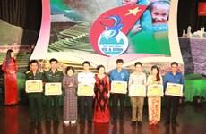 Près de 40 milliards de dôngs pour le Fonds des bourses d'étude Vu A Dinh