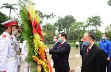 Les responsables de Hanoï rendent hommage à Lénine à l'occasion de son 150e anniversaire