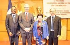 Une députée de l'AN vietnamienne reçoit l'Ordre national de la Légion d'honneur