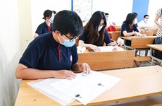 COVID-19 : l'examen de fin d'études secondaires commence en toute sécurité