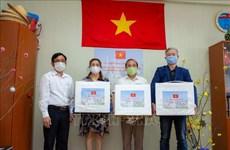 Le gouvernement vietnamien offre des masques médicaux à la communauté vietnamienne en Russie