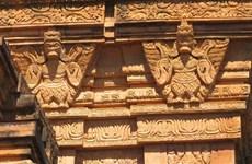 La beauté du site du temple-tour Hoa Lai