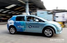 Le plus grand opérateur de taxi indonésien présente sa flotte de taxis électriques