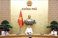 Le PM Nguyen Xuan Phuc  préside la réunion du Conseil central de l'émulation et de la récompense