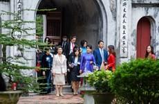 L'épouse du Premier ministre japonais visite le Temple de la Littérature