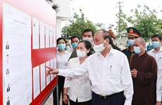 Le président Nguyen Xuan Phuc en tournée dans les districts de Cu Chi et Hoc Mon à HCM-Ville