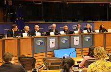 Les parlementaires européens bien informés de l'EVFTA et l'EVIPA