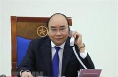 Le PM Nguyen Xuan Phuc s'entretient par téléphone avec son homologue australien