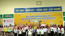 Volley-ball: le Vietnam brille lors d'un tournoi international à Vinh Long