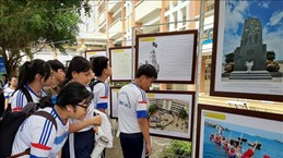 Ouverture de l'exposition sur Hoang Sa et Truong Sa à Long An