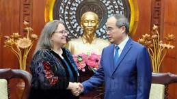 Le secrétaire du Comité du Parti de HCM-Ville recoit la nouvelle consule générale des États-Unis