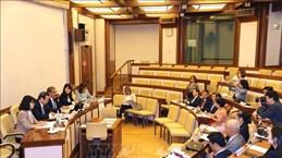 Le vice-président de l'AN Phung Quoc Hien rencontre des dirigeants du Sénat italien