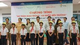 Gia Lai : Plus de 1.300 casques de moto offerts à des élèves du primaire
