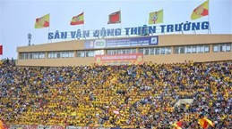 Reuters met en avant la reprise de la ligue de football du Vietnam avec un stade bondé