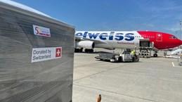 COVID-19 : la Suisse envoie 13 tonnes d'aide médicale au Vietnam