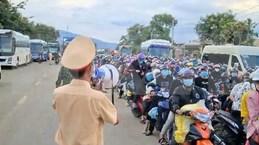 La police de Dong Nai encadre le retour de 20.000 personnes vers leurs localités d'origine