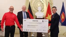 COVID-19: Deux entreprises allemagnes offre des équipements médicaux au Vietnam