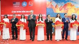 """Ouverture d'un espace d'apprentissage """"Hangout américain"""" à Thai Nguyen"""